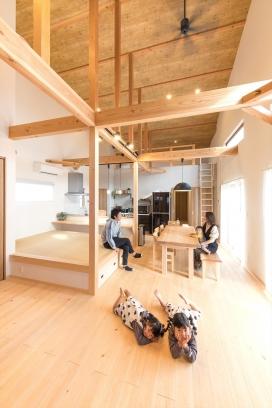 勾配天井の平屋で子どもがのびのび育つ